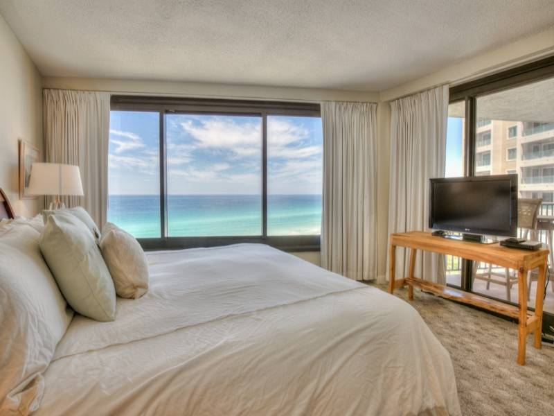 Master bedroom~ king bed~ gulf view~ tv for  your viewing