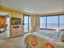 Master bedroom  - Beach - Bed - Flatscreen TV