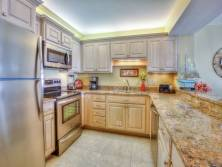 Kitchen - Fridge - Oven - Microwave - Cabinets