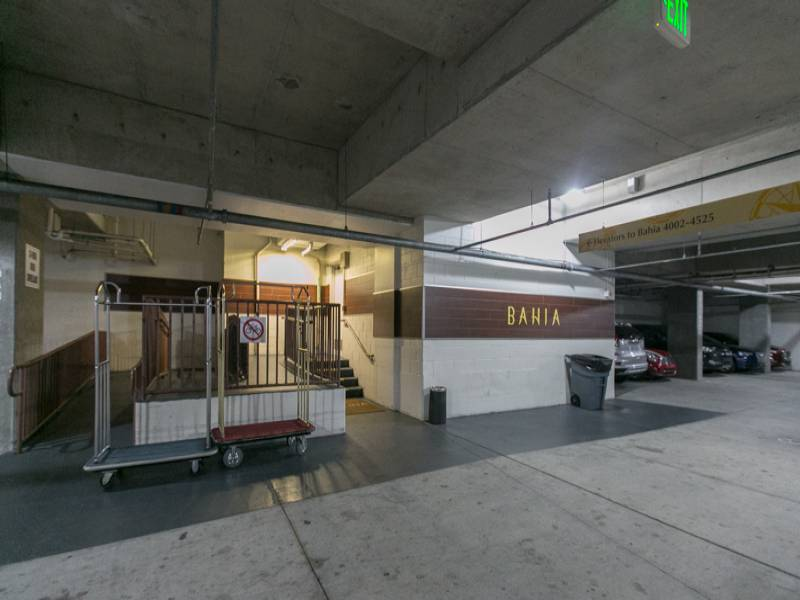 Bahia 4223 - secured parking garage